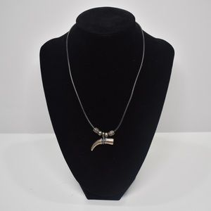 Jewelry - 📿 USED Metal Horn Necklace